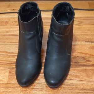 Pre-loved black boots